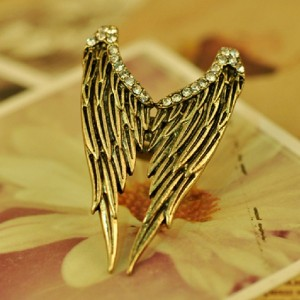 Vintage Angel Wing Diamond Ring (Featured)